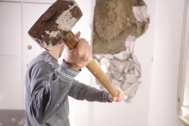 Faire appel à un professionnel pour abattre un mur